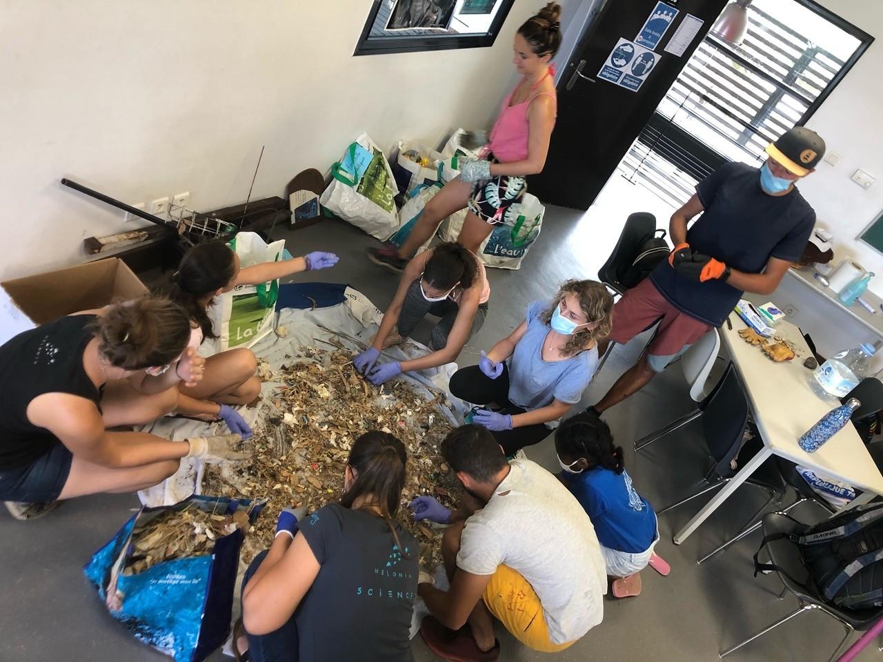26/09/20 : Session de nettoyage organisée par Kélonia à l'occasion de la Semaine Européenne du Développement Durable et du World Clean Up Day. Bilan de cette session : 53,65 Kg de déchets ramassés
