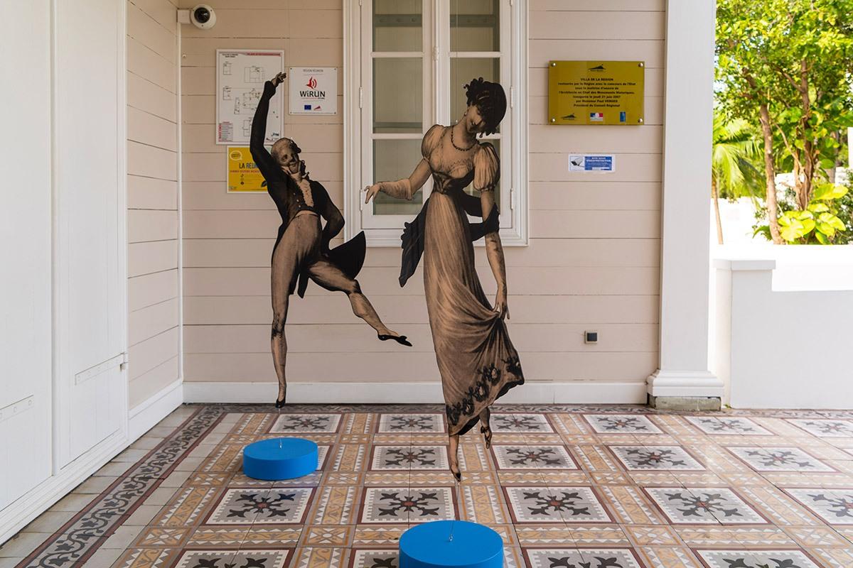 AP-Photos-expo-Louvre-Villa2